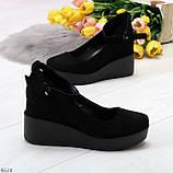 Удобные женственные лаконичные черные замшевые женские туфли на танкетке, фото 4