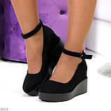 Удобные женственные лаконичные черные замшевые женские туфли на танкетке, фото 7