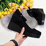 Удобные женственные лаконичные черные замшевые женские туфли на танкетке, фото 8