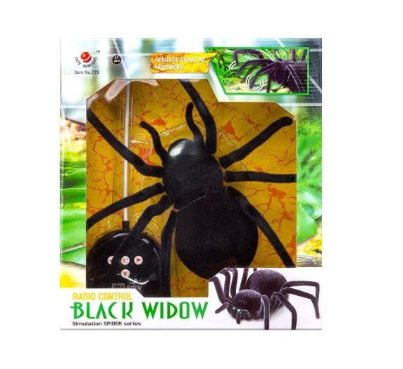 Радиоуправляемый паук Черная вдова Black Widow 779 на пульте управления