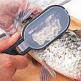 Рыбочистка Fish Scales Wiper Cleaning зеленая   нож скребок для чистки рыбы с контейнером для чешуи, фото 5