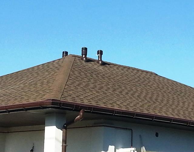 Вентиляция дома (выход вентиляционных каналов на крышу).