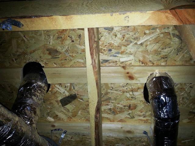 Выход изолированных каналов вентиляции в чердаке на крышу.