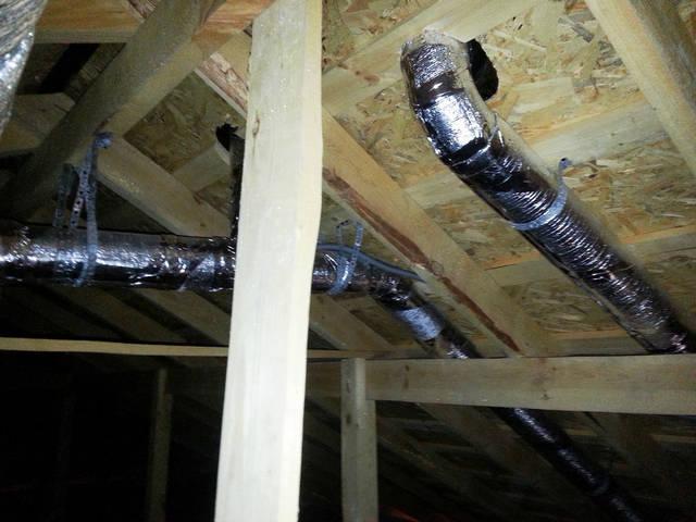 Установка каналов вентиляции на холодном чердаке (воздуховод изолированный).
