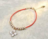 Изумительный красный жгут - браслет в цветочном дизайне с женственными нотками и цветком из кристаллов.