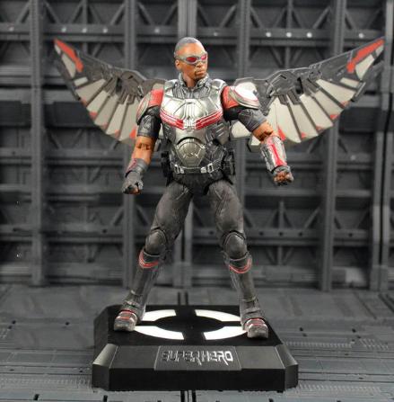 Фигурка Сокола из Мстителей на подставке с подсветкой, Falcon игрушка