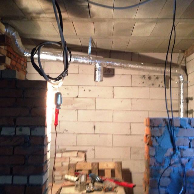 Монтаж изолированного вентиляционного канала.