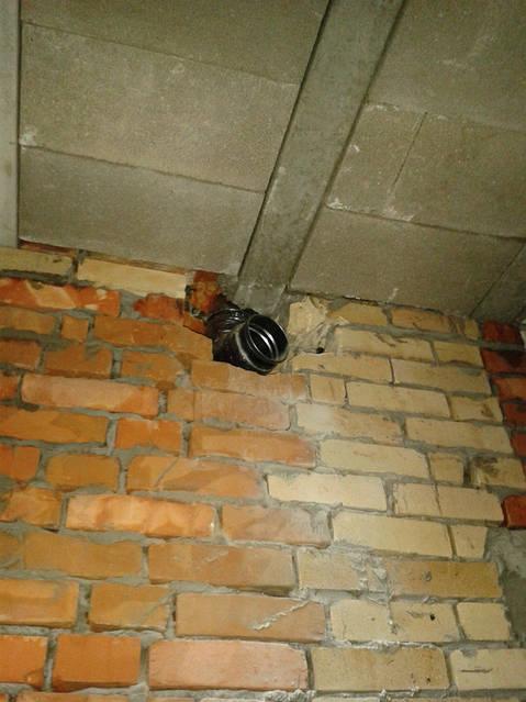 Монтаж изолированной  вентиляционной трубы в существующий кирпичных дымоход (гильзование канала).