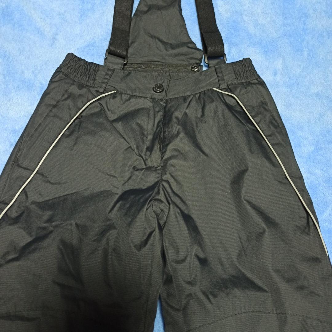 Термо штаны теплые модные практичные чёрного цвета с отстежными подтяжками для мальчика.