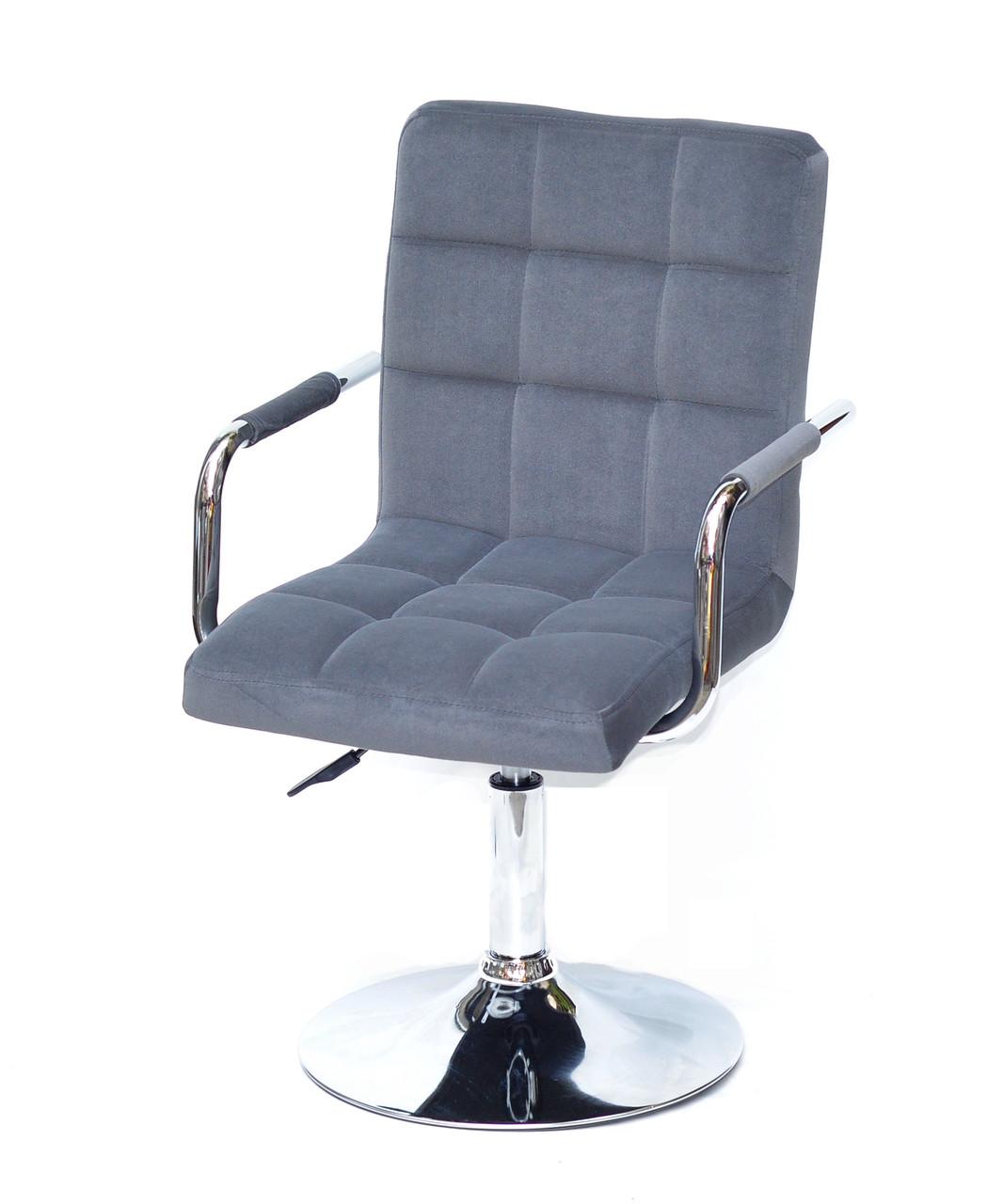Серое бархатное кресло на круглом хромированном блине с подлокотниками AUGUSTO ARM CH-Base