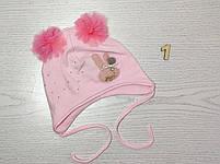 Шапка трикотажная для девочек на завязках с фатиновимы помпонами Размер 42-44 см Возраст 3-7 месяцев, фото 2
