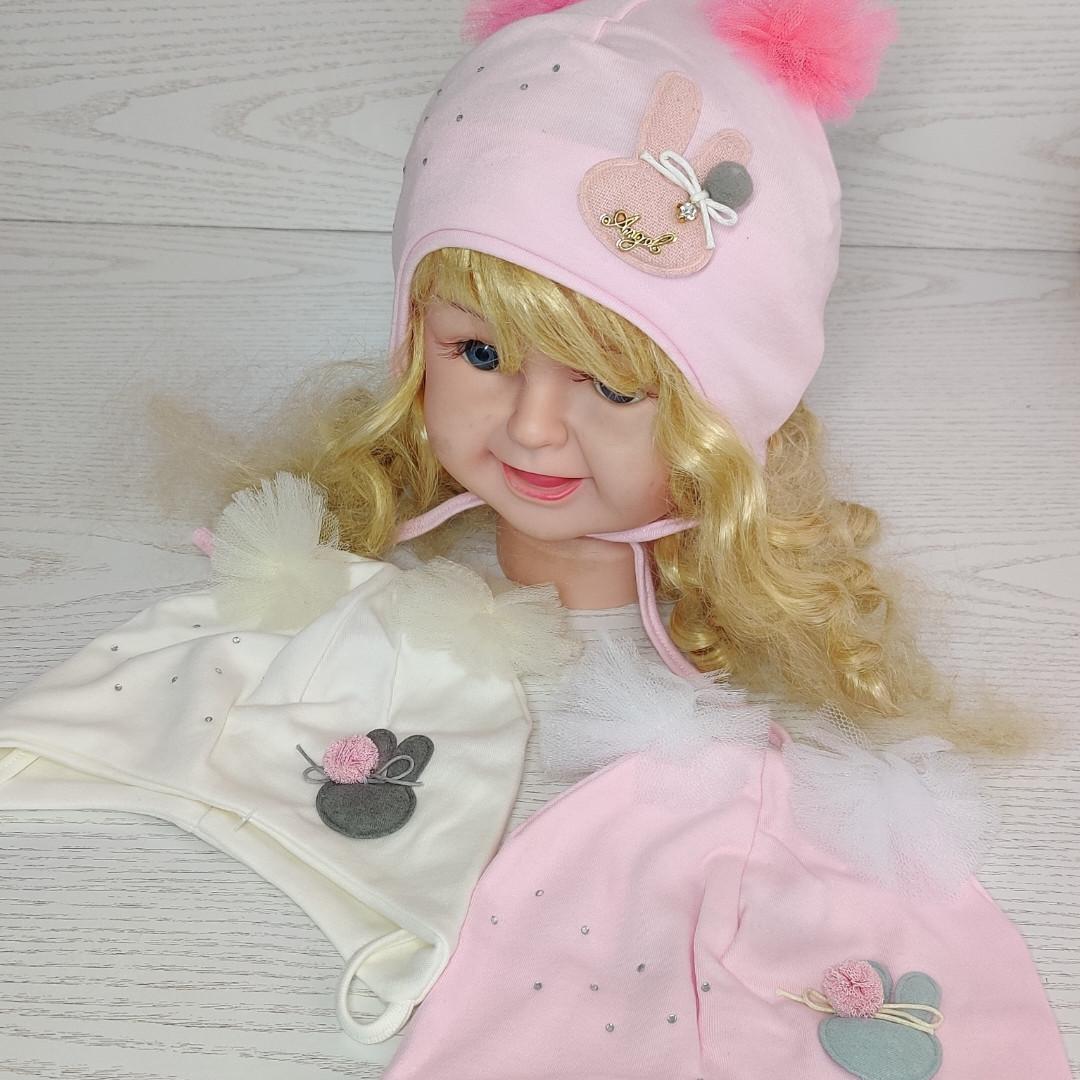 Шапка трикотажная для девочек на завязках с фатиновимы помпонами Размер 42-44 см Возраст 3-7 месяцев
