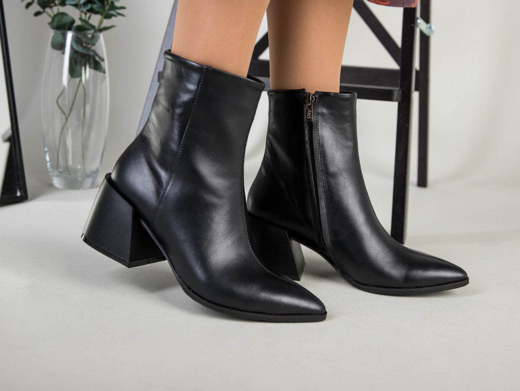 Ботильоны женские кожаные черные с расклешенным каблуком, зимние