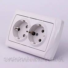 Розетка электрическая VI-KO Carmen скрытой установки двойная с заземлением (белая)