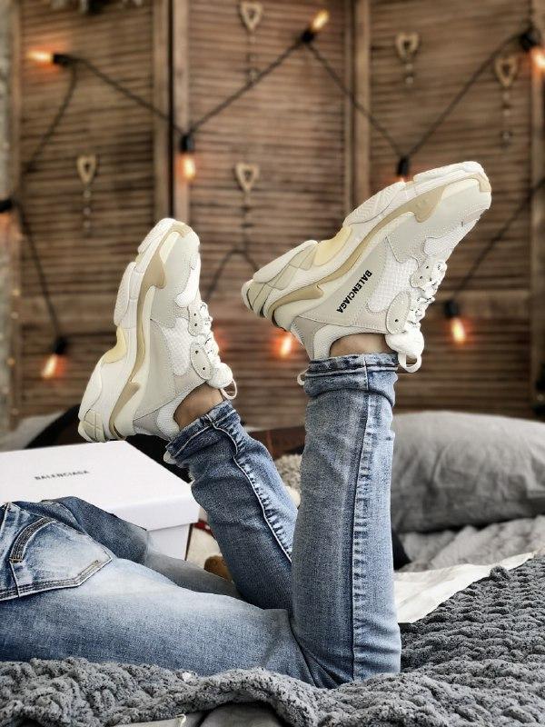 Жіночі кросівки Balenciaga Triple S в стилі Баленсіага Тріпл З БІЛІ БАГАТОШАРОВА ПІДОШВА (Репліка ААА+)