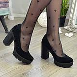 Женские черные замшевые туфли на высоком каблуке, декорированы стразами, фото 10