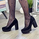 Женские черные замшевые туфли на высоком каблуке, декорированы стразами, фото 8