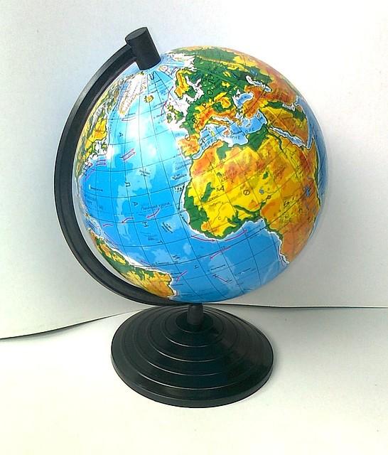 Глобус физический, диаметр 220 мм.
