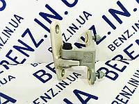 Петля передней двери слева вверху Mercedes W212/S212/W204 A2047201537, A2047220144