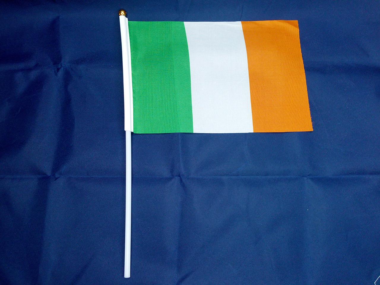 Флажок Ирландии 14х21см на пластиковом флагштоке