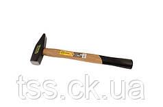 Молоток слесарный, рукоятка из дерева  600 г MASTERTOOL 02-0206