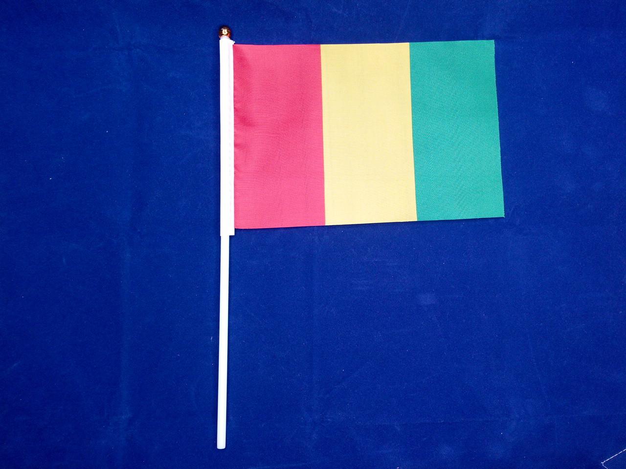 Флажок Гвинеи 14х21см на пластиковом флагштоке