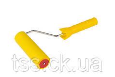 Валик прижимной обойный MASTERTOOL 40х150 мм d 6 мм с ручкой 92-6415