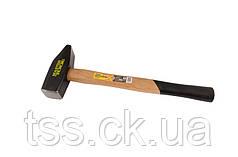 Молоток слесарный, рукоятка из дерева 1500 г MASTERTOOL 02-0215