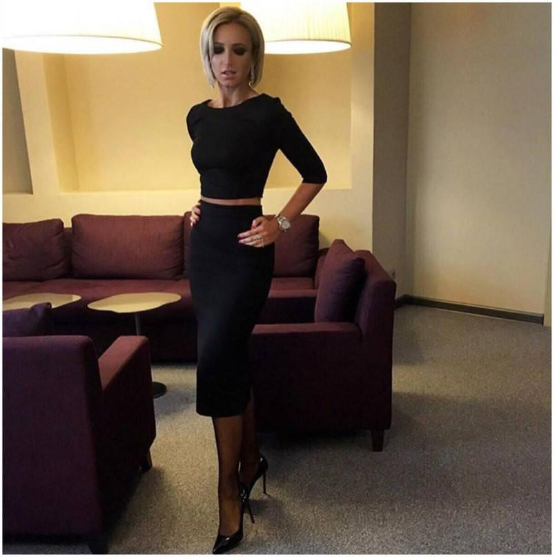 Облегающий костюм повышенная юбка+топ (черный, красный)