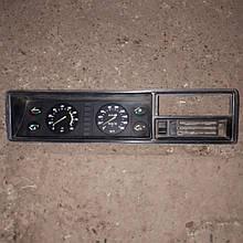 Панель приборов спидометр тахометр ВАЗ 2104 2107 Газель