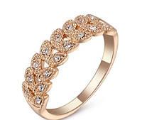Кольцо с белыми кристаллами,покрытое золотом р 16,18,19 код 842