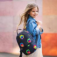 Рюкзак детский для прогулок с ярким принтом губы черный