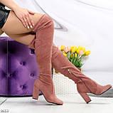 Очаровательные женственные замшевые женские ботфорты в модном оттенке темная пудра, фото 10