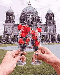 Бокал плодов на фоне Берлинского Собора