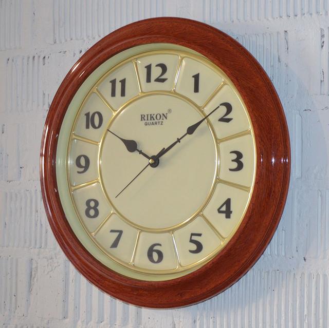 годинник у вітальні