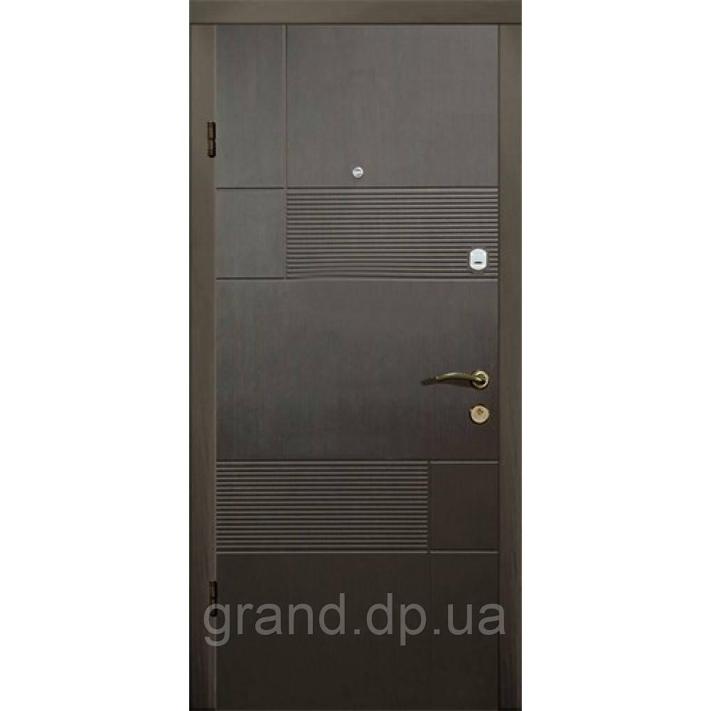 Двери металлические входные уличные Магда 121/2 венге горизонт серый