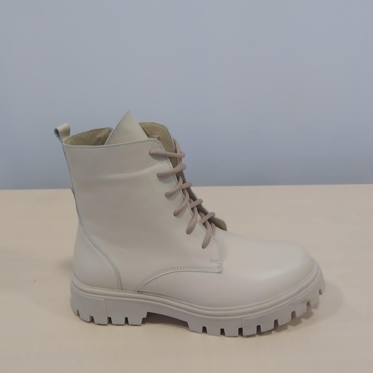 Ботинки женские кожаные бежевые на шнурках демисезонные