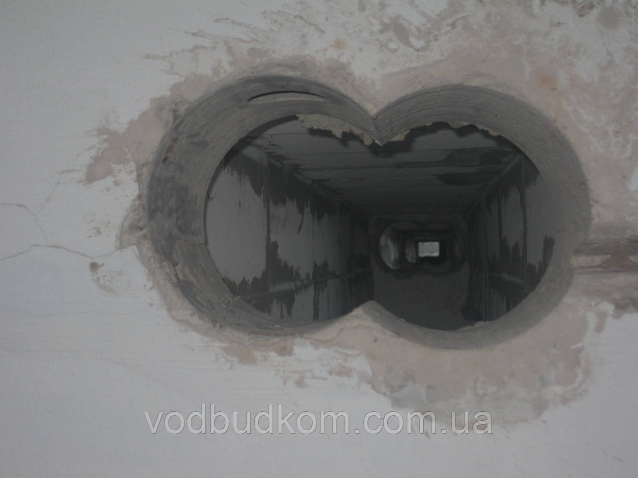 Алмазне буріння свердління отворів під стояки на витяжку