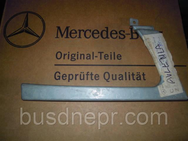 Вставка/рисничка под фару левая Mercedes Benz Sprinter 9016370440