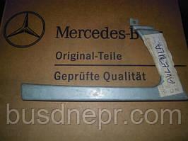 Вставка/рисничка під фару ліва Mercedes Benz Sprinter 9016370440