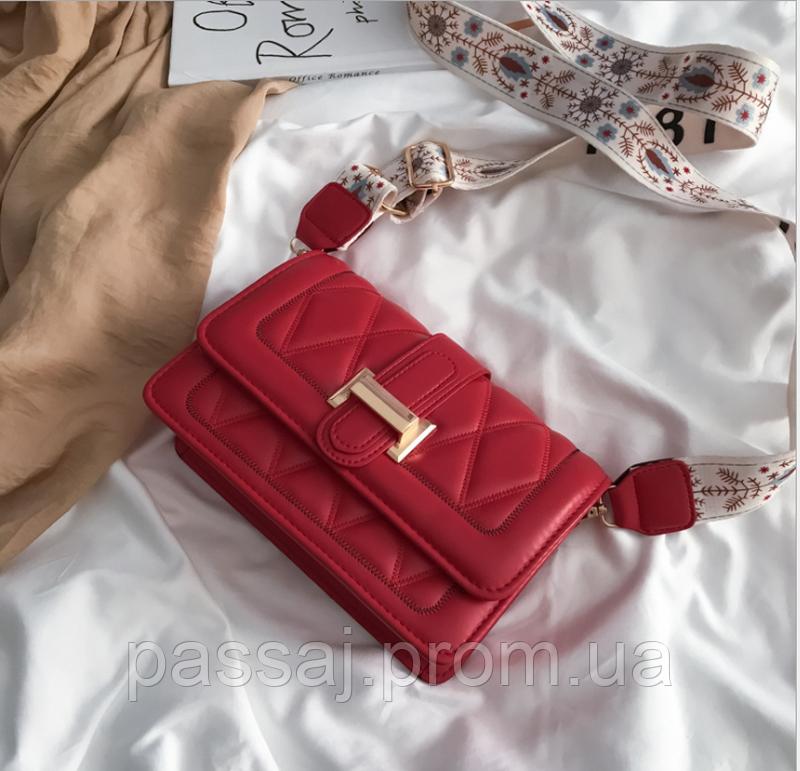 Яркая красная стильная сумка
