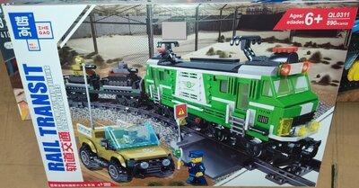 """Конструктор QL 0311 """"Вантажний локомотив"""" рейками, електромотором, 890 деталей."""
