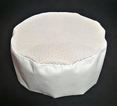 Шапочка  таблетка белая  поварская с сеточкой на завязках.