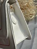 Стильна біла сумка-клатч на широкій шлеї в малюнок, фото 8