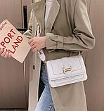 Стильна біла сумка-клатч на широкій шлеї в малюнок, фото 3