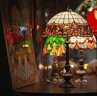 Настольная лампа Тиффани из кусочков цветного стекла