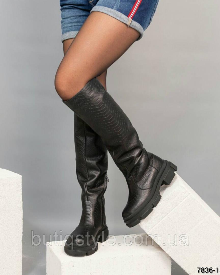Зимние женские черные сапоги натуральная кожа с тиснением Еврозима