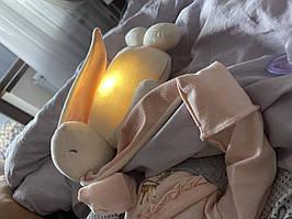 Зайчик Moonie - игрушка с белым шумом и ночником