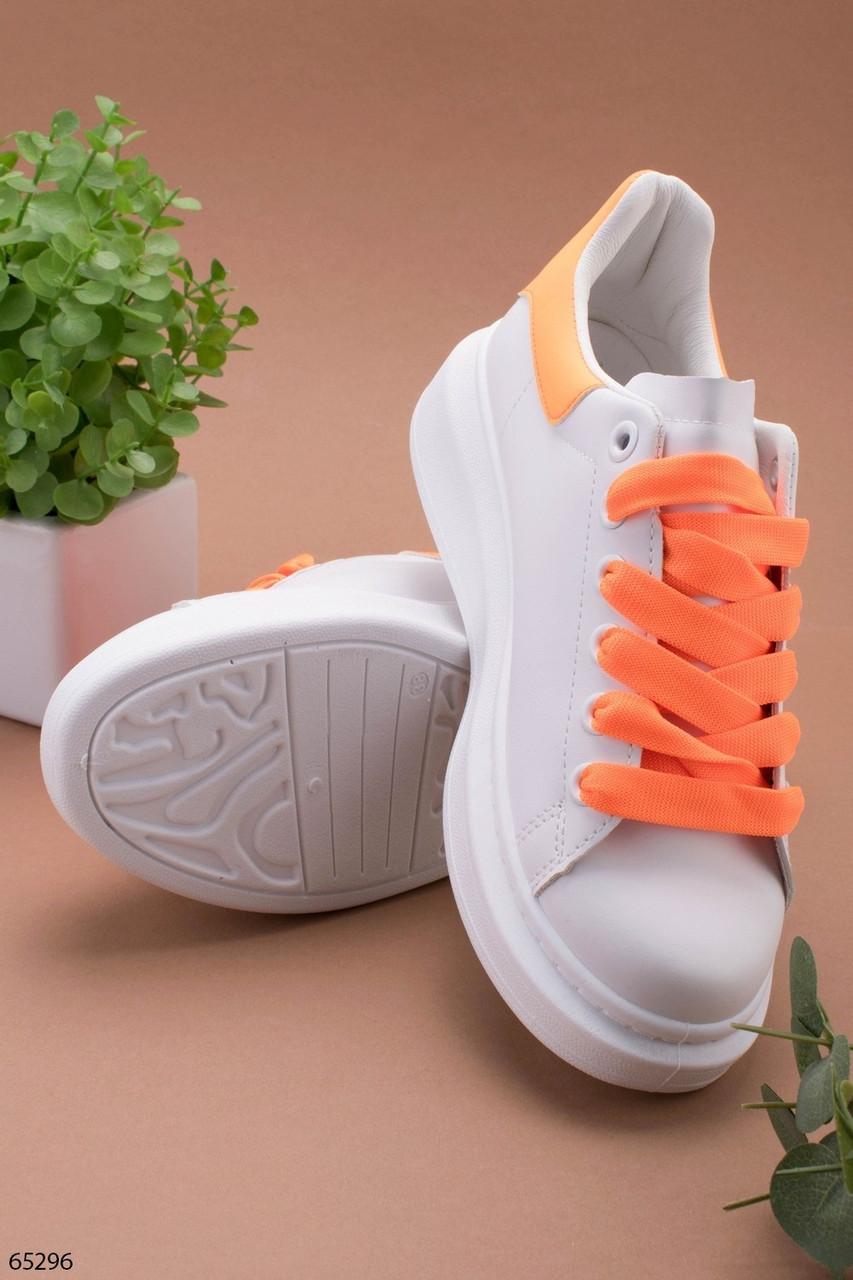 Стильные женские кроссовки белые с оранжевым эко-кожа весна / осень