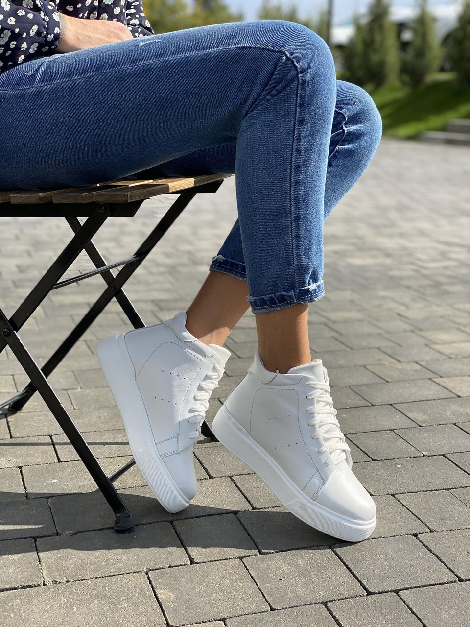 Женские ботинки кожаные зимние белые Yuves 521